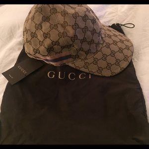 0f9863fbef9 Gucci Accessories - Authentic men s Gucci canvas baseball hat